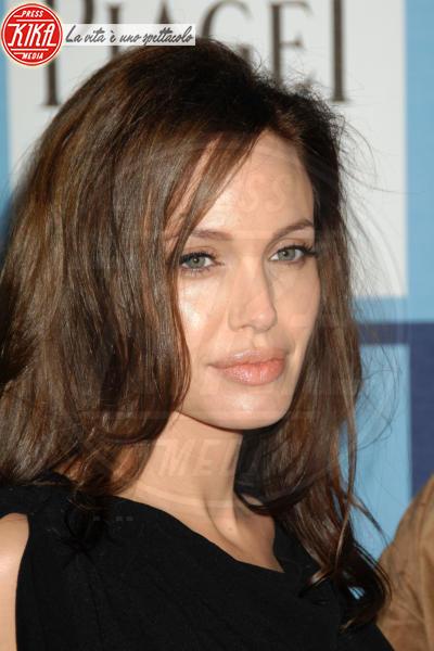 Angelina Jolie - Santa Monica - 23-02-2008 - Angelina Jolie: c'è un video in cui l'attrice sniffa eroina