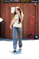 madre, Miley Cyrus - Malibu - 05-04-2008 - Miley Cyrus chiede scusa ai fan