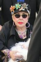 Elizabeth Taylor - Beverly Hills - 19-04-2008 - Liz Taylor, dimessa dall'ospedale, torna a casa