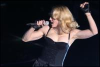 Madonna - Parigi - 06-05-2008 - Madonna sconvolge il pubblico con le parolacce