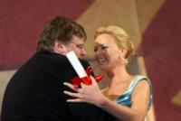 Michael Moore, Charlize Theron - 22-05-2004 - Michael Moore è pronto per il sequel di Fahrenheit 9/11