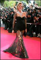 Eva Herzigova - Cannes - 22-05-2008 - Eva Herzigova posa di nuovo in topless