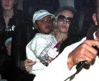 David Banda Ritchie, Madonna - Hollywood - 24-02-2008 - Lieto fine nella storia di Madonna e David Banda