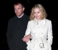 Guy Ritchie, Madonna - Beverly Hills - 29-10-2007 - Lieto fine nella storia di Madonna e David Banda