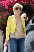 Sharon Stone - Los Angeles - 08-05-2008 - Sharon Stone chiede scusa alla Cina per le dichiarazioni sul terremoto