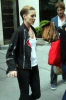 Kate Moss - New York - 05-06-2008 - Kate Moss strega il compagno rocker Jamie Hince