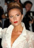 """Victoria Beckham - New York - 05-05-2008 - L'ultima moda di Victoria Beckham è la """"yoga del viso"""" per evitare le rughe"""
