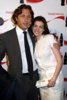 Raffaello Follieri, Anne Hathaway - Anne Hathaway si consola con Josh Lucas