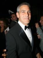 George Clooney - New York - 04-05-2008 - Clooney, Pitt, Damon e Cheadle raccolgono fondi per il Myanmar