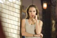 Angelina Jolie - 24-06-2008 - Angelina Jolie rimpiazza Tom Cruise nel thriller Salt