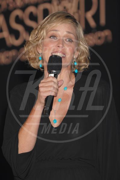 Sharon Stone - Santa Monica - 26-09-2008 - Sharon, qualche volta il reggiseno mettilo. O anche no