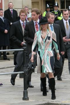 Principe William, Zara Phillips, Principe Harry - Windsor - 09-04-2005 - Carlo e Camilla finalmente sposi!