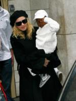 Madonna - New York - 26-10-2008 - Madonna detta le regole a Guy Richie, niente tv e cibi non biologici ai figli