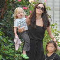 Shiloh Jolie Pitt, Zahara Jolie Pitt, Pax Thien Jolie Pitt, Angelina Jolie - New Orleans - 09-10-2008 - Shiloh Jolie-Pitt si fa chiamare John