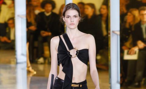 Parigi Fashion Week: la sfilata Anthony Vaccarello Foto