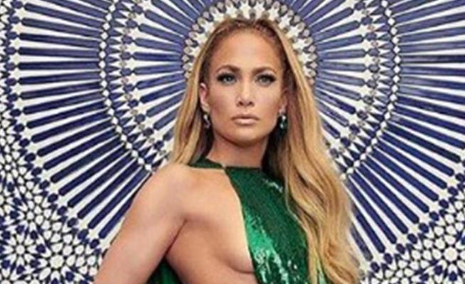 Jennifer Lopez, una dea greca per Valentino