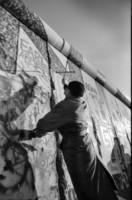 Muro di Berlino - Berlino - 13-08-2011 - Cinquant'anni fa veniva costruito il Muro di Berlino, simbolo del mondo diviso in due