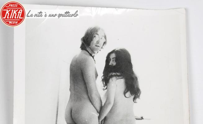 John Lennon, Yoko Ono - Dorchester - 10-04-2012 - All'asta John Lennon e Yoko Ono come mamma li ha fatti