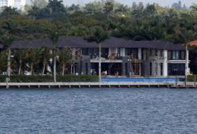 Anna Kournikova, Enrique Iglesias - Miami - 25-02-2013 - La nuova casa di Enrique Iglesias e Anna Kournikova