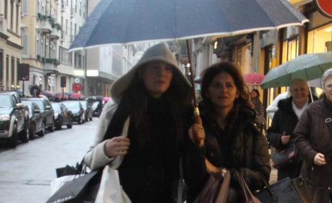 Carolina Cassano - Milano - 09-03-2013 - Shopping sotto la pioggia per Carolina Cassano