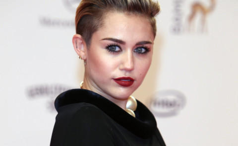 Miley Cyrus - Berlino - 14-11-2013 - Miley Cyrus compie 21 anni e riceve un regalo non gradito