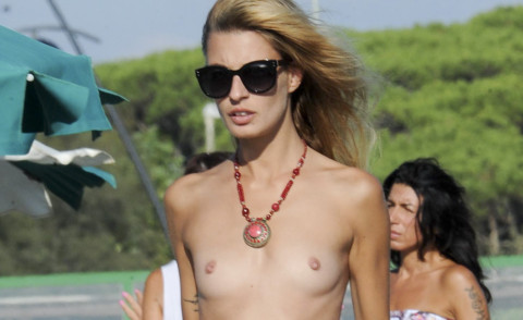 Sveva Alviti - Ostia - 15-09-2014 - Sveva Alviti e' ormai una habitue' del topless