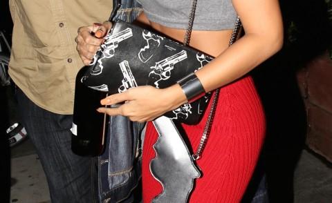 Rihanna - Los Angeles - 12-10-2014 - Se non sai come dirlo... dillo con una borsa!