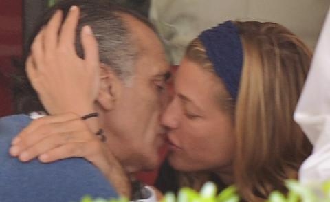 Ferdinando Brachetti Peretti - Roma - 19-04-2015 - Ferdinando Brachetti Peretti amoreggia con l'Anonima compagna