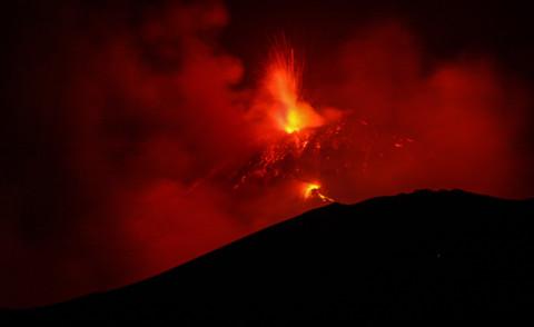 Etna - Catania - 15-05-2015 - Torna lo spettacolo dell'eruzione dell'Etna