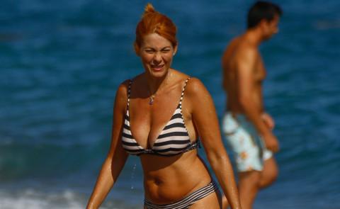Milena Miconi - Savona - 18-08-2015 - Milena Miconi, Ieri è un altro giorno... al mare
