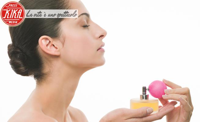 Woman spraying perfume - 16-05-2017 - Moda, profumi: le novità su Hugo Boss