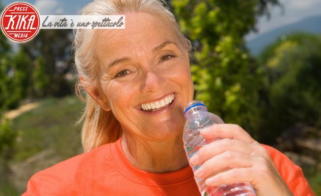 bottle of water, Mature woman runner - 16-05-2017 - Dimagrire velocemente con i prodotti giusti anche in estate