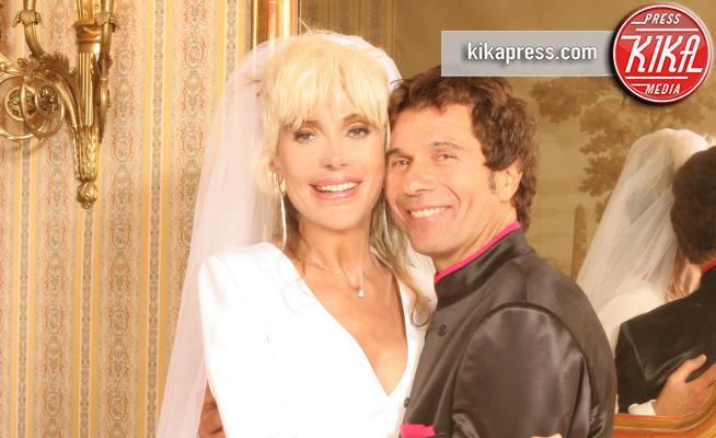 Claudio Rego, Donatella Rettore - Roma - 29-09-2005 - Donatella Rettore apre il suo album di matrimonio