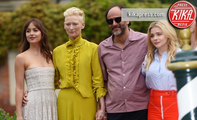 Dakota Johnson, Luca Guadagnino, Tilda Swinton - 01-09-2018 - Il tenero abbraccio Dakota Johnson e Tilda Swinton