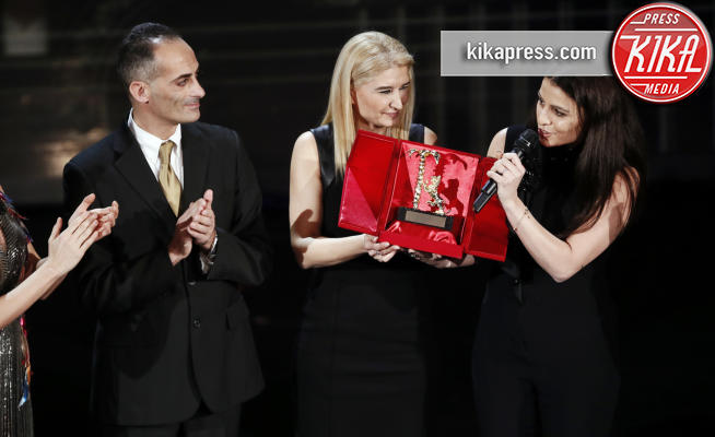 07-02-2019 - Sanremo 2019: ambito premio a Pino Daniele. Di Capri non ci sta!