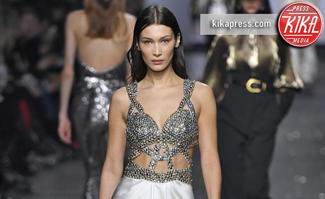 sfilata Alberta Ferretti, Bella Hadid - Milano - 20-02-2019 - Milano Fashion Week: Bella Hadid in argento per Alberta Ferretti