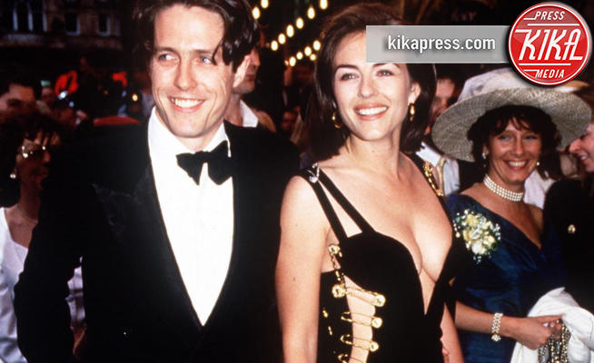 Liz Hurley, Hugh Grant, Elizabeth Hurley - 11-05-1994 - Liz Hurley e il pin dress Versace ancora icone del red carpet