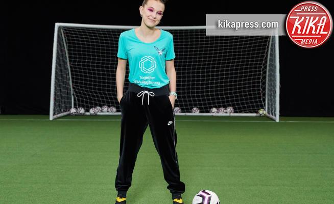 Millie Bobby Brown - Londra - 26-03-2019 - Millie Bobby Brown dà un calcio al maschilismo col football!