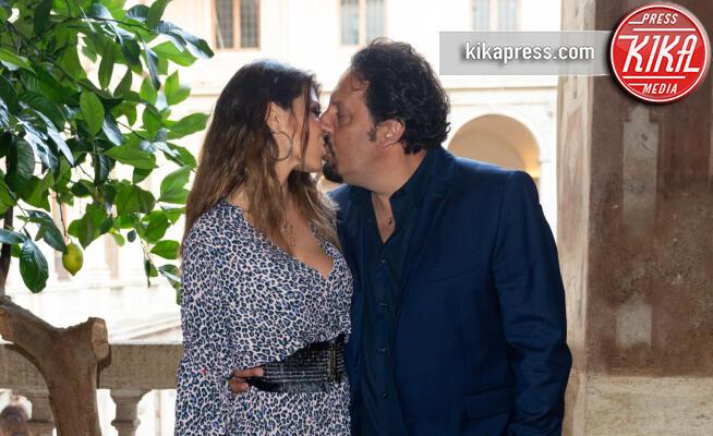 Flora Canto, Enrico Brignano - Roma - 05-06-2019 - Enrico Brignano-Flora Canto, coppia al bacio al Premio Margutta
