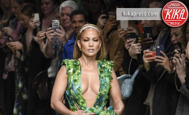 Sfilata Versace, Jennifer Lopez - Milano - 20-09-2019 - MFW: J Lo e il Jungle Dress Versace, 20 anni dopo