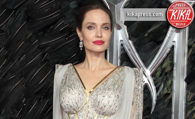 Angelina Jolie - Londra - 09-10-2019 - Angelina Jolie, 44 anni, posa senza veli ed è bellissima