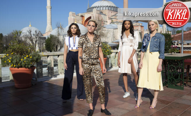 Ella Balinska, Naomi Scott, Kristen Stewart, Elizabeth Banks - Hollywood - 15-10-2019 - Le Charlie's Angels sono tornate, le prime immagini dal set