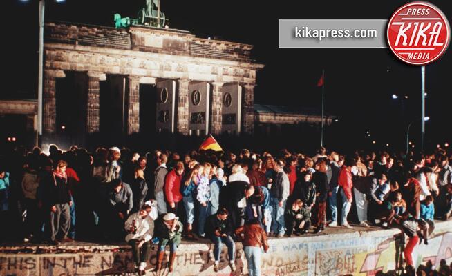 Caduta del muro di Berlino - Berlino - 09-11-1989 - 9/11/89, 30 anni fa crollò il Muro di Berlino: le foto più belle
