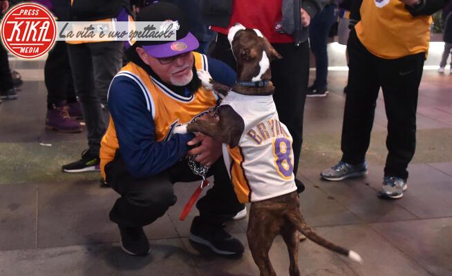 Staples Center, Memorial, Kobe Bryant - Los Angeles - 26-01-2020 - Kobe Bryant, l'omaggio davanti allo Staples Center
