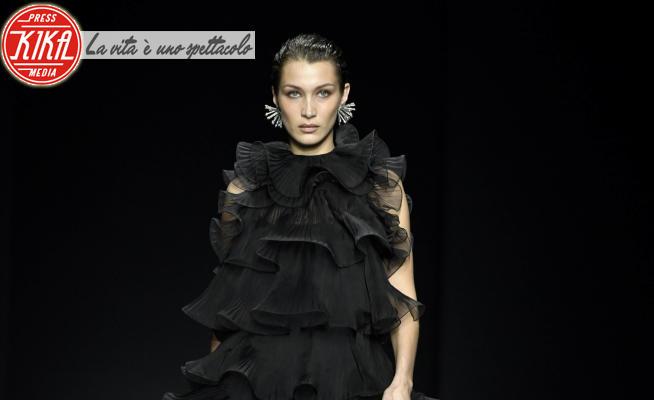 sfilata Alberta Ferretti, Bella Hadid - Milano - 19-02-2020 - MFW: Bella Hadid eterea dark lady per Alberta Ferretti