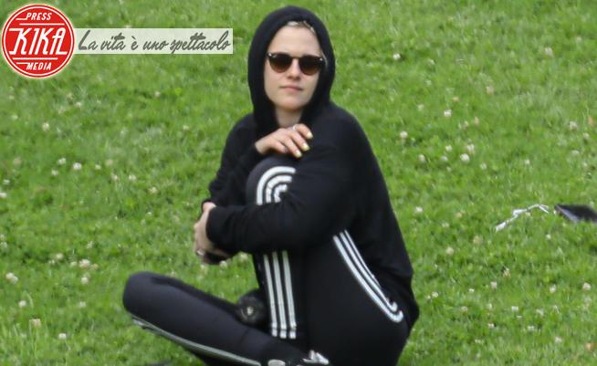 Kristen Stewart - Los Feliz - 21-03-2020 - CoVid a Hollywood,  scampoli di normalità per Kristen Stewart