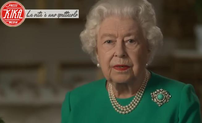 Regina Elisabetta II - Windsor - 06-04-2020 - Il discorso della regina: niente foto di famiglia