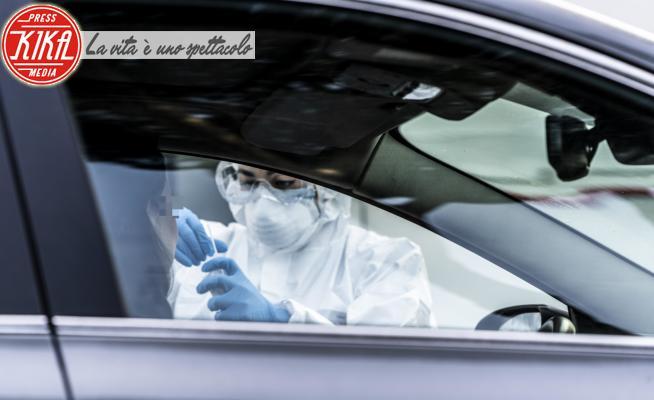 Coronavirus Tamponi in auto - Roma - 06-04-2020 - Coronavirus, tampone Drive - Thru a Roma: il test si fa in auto