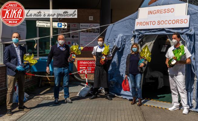Ospedale Sant'Orsola - Bologna - 07-04-2020 - Covid19 non ferma la Pasqua: uova e colombe arrivano in ospedale