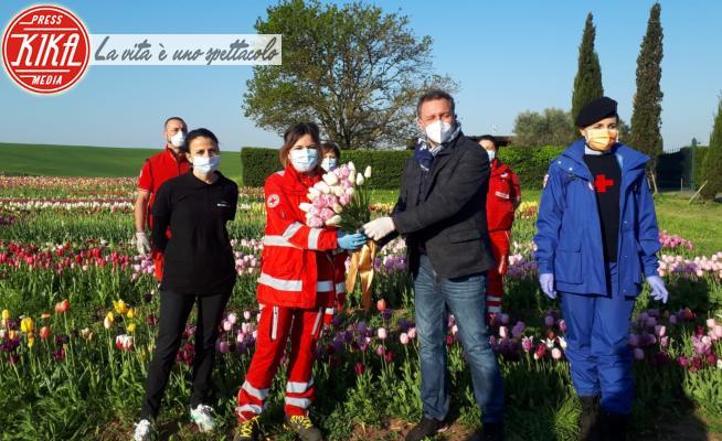 Roma Flowers Park, Croce Rossa Italiana - Roma - Coronavirus: i tulipani per dire grazie alla Croce Rossa